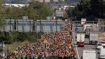 """La violencia """"no quedará impune"""", dice el Gobierno, mientras continúan las protestas en Cataluña"""