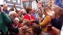 Multitudinaria concentración contra los okupas de la casa de una mujer de 94 años en Portugalete