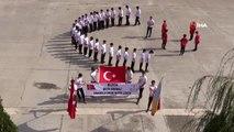 Barış Pınarı Harekatına destek veren öğrenciler gövdeleriyle ay yıldız yaptılar