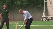 Will and Kate play cricket in Pakistan
