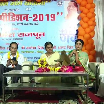 Cheeky monkey gatecrashes poetry conference in northern India to attack guest