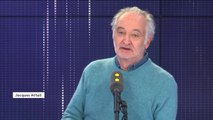 """""""On ne peut pas aller"""" sur Cnews, """"une chaîne de télévision qui prétend faire son audience sur un comportement raciste"""", assure Jacques Attali"""