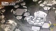 Héros du jour, un policier sauve un homme en train de s'étouffer dans un restaurant