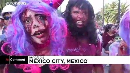 شاهد: آلاف من الزومبي يجتاحون شوارع مكسيكو ضمن فعاليات احتفالٍ سنوي