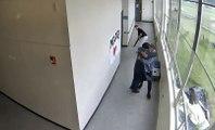 Un professeur évite une tuerie dans un lycée en maitrisant un élève armé dun fusil !