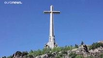 L'Espagne exhume le dictateur Francisco Franco de son mausolée monumental situé près de Madrid - VIDEO