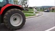 Lesménils : les tracteurs se rassemblent au rond-point de la RD 910