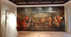 Des travaux de rénovation, menés dans une boutique parisienne de luxe, mettent au jour une toile monumentale du XVIIe siècle
