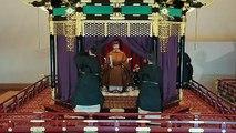 Silence, tenues traditionnelles, gongs... L'empereur Naruhito du Japon intronisé lors d'une cérémonie somptueuse
