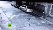 ¡Terrible!: Esta policía militar brasileña de paisano mata a tiros a un criminal que trataba de robarle