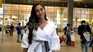 Krystle D'souza Hot Look Spotted at Mumbai Airport