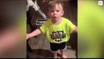 Un niño se enfada porque su madre se fue al trabajo sin besarle