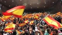 Seguidores de Vox ondean banderas al ritmo de Manolo Escobar