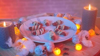Halloween Rezept: Hand aus Würstchen und Wurstmumien