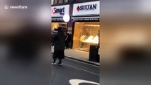 Attempted jewelry heist in London THWARTED by residents who pummel alleged thief