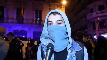 Encapuchados independentistas explican los motivos de su movilización en Cataluña
