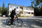 Başkan, makam aracı yerine bisiklet kullanıyor