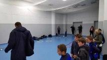 Exercices dans la salle d'échauffement du stade de France