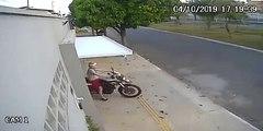 Femme vs Porte de garage
