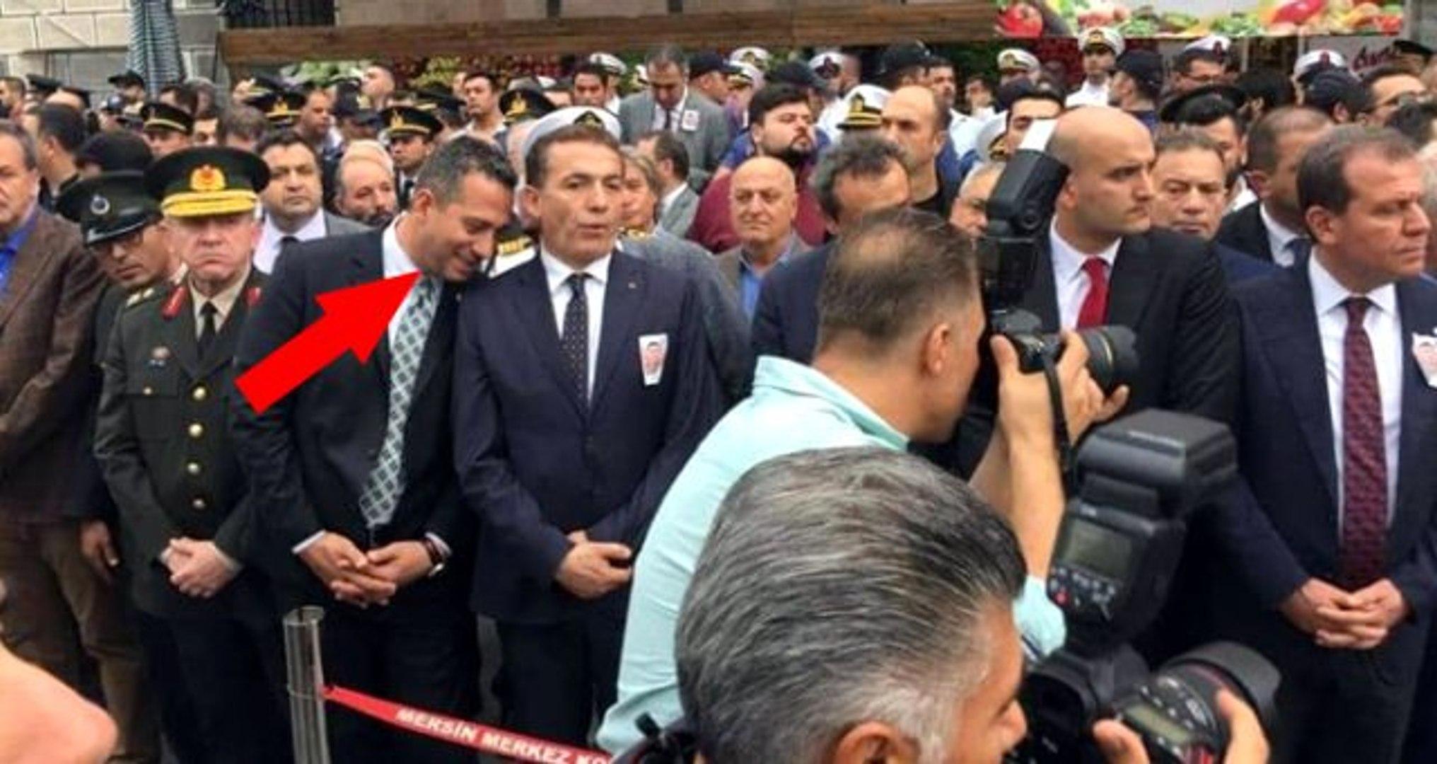 Şehit cenazesinde gülen milletvekili sosyal medyada büyük tepki çekti - Dailymotion Video