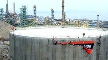 Opération coup de poing de Greenpeace à la raffinerie Total de La Mède