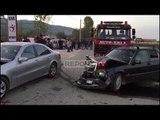 Report TV - Aksident/ Përplasen dy 'Benz'-a në Fushë Krujë, tre të plagosur rëndë