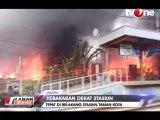 Kebakaran Hebat Lahap Bangunan di Dekat Stasiun Taman Kota