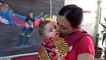 İzmir kucağında bebeğiyle zeybek oynayan anne, türkiye'nin ilgi odağı oldu
