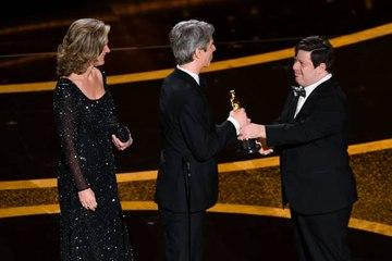 Actor con síndrome de Down presenta premio Oscar