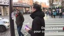 Municipales à Paris: Gaspard Gantzer tracte dans le XVe arrondissement