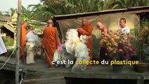 Thaïlande : pour lutter contre la pollution, des moines transforment des bouteilles plastiques en tuniques
