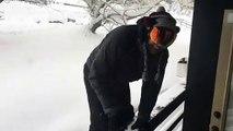 Saut dans la neige : il disparaît instantanément dans la poudreuse !