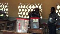 الناخبون يختارون نوابهم في الكاميرون في أجواء من التوتر