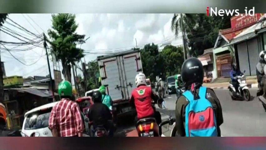 Video Supir Truk Lari Dikejar Warga setelah Tabrak Pengendara Motor di Cakung