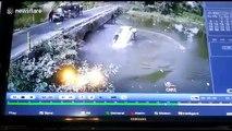 Une voiture chute d'un pont (Inde)