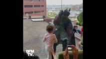 Déguisé en Batman, ce policier a rendu visite à des enfants hospitalisés ce mercredi aux États-Unis