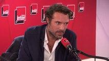 """Nicolas Bedos : """"Le personnage qu'incarne Daniel Auteuil dans mon film est paumé dans cette époque. J'avais envie de réenchanter son couple en le ramenant dans le passé pour mieux lui faire prendre goût au présent."""""""