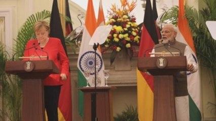 Merkel anuncia millonaria inversión por clima en India entre una nube tóxica