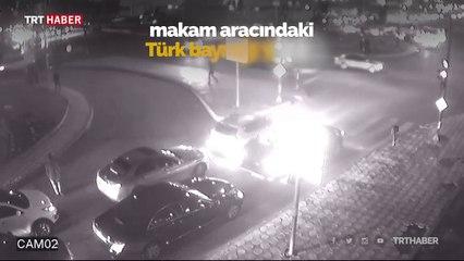 Valinin makam aracındaki Türk bayrağını öptü