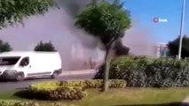Sancaktepe'de bir minibüs yol üzerinde alev alev yandı. İtfaiyenin yangına müdahalesi sürüyor.