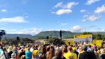 Saludo a Oriol Junqueras en un acto de ERC