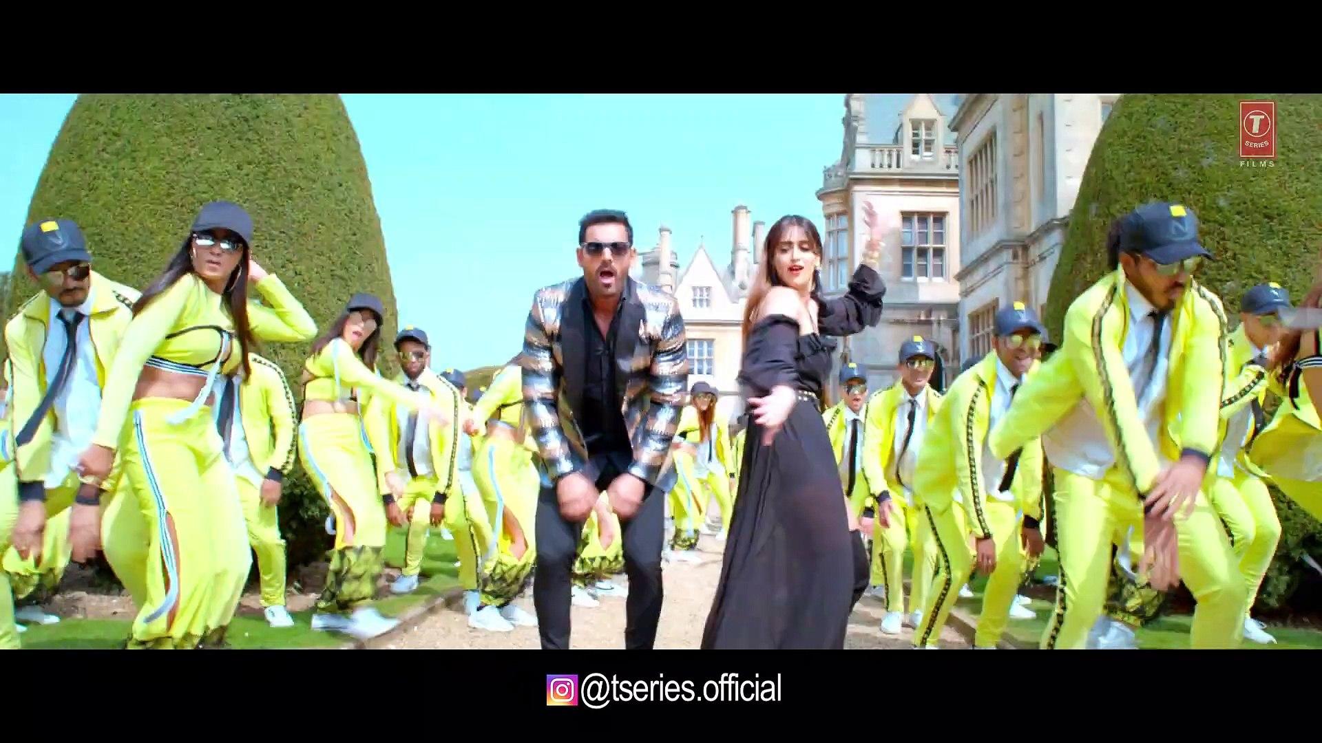 YO YO Honey Singh: Thumka Video | Pagalpanti | Anil, John, Ileana, Arshad, Urvashi | Flixaap