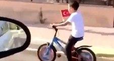 Elinde Türk bayrağıyla Gündoğdu Marşı'nı söyleyen çocuk sosyal medyada gündem oldu