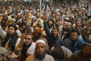 Pakistan opposition rallies as deadline for PM Khan to quit nears