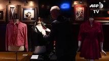 """Subastan en 400.000 dólares la chaqueta y los pantalones de """"Grease"""""""
