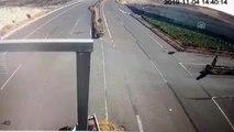 6 kişinin yaralandığı kaza MOBESE kamerasına yansıdı