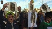 Barceloneses reciben al Rey con gritos y caceroladas