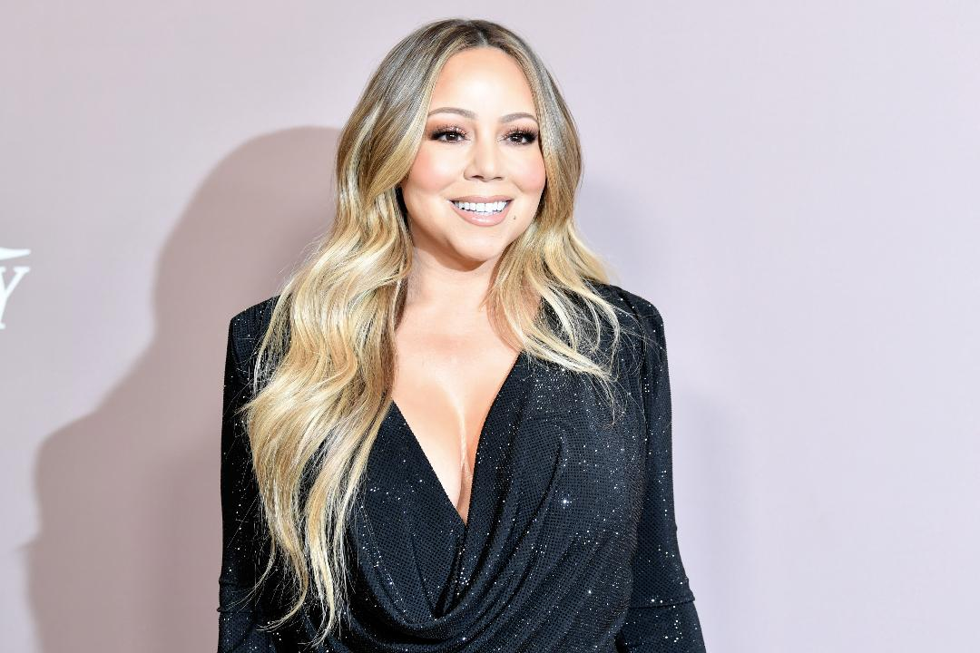 """Christmas Queen Mariah Carey Just Revealed Her Holiday """"Must Haves""""—Including One of Our Favorite Coffee Mugs"""