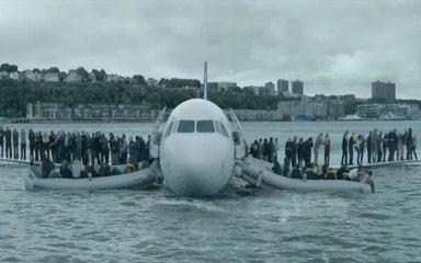 """豆瓣8.3分,拯救155条人命的英雄机长,却被专家怀疑成""""罪人"""",9分钟看《萨利机长》【快看张不止】"""