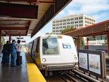 Mann fällt vor U-Bahn und wird gerade noch rechtzeitig gerettet